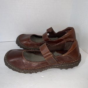 Born brown Mary Jane shoes Sz 7 flats